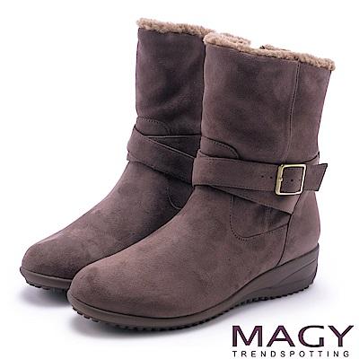 MAGY 暖冬時尚 2WAY扣環捲毛絨布短靴-可可