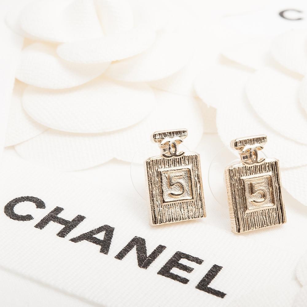 CHANEL 經典CC LOGO NO.5香水瓶造型穿式耳環 (金色)
