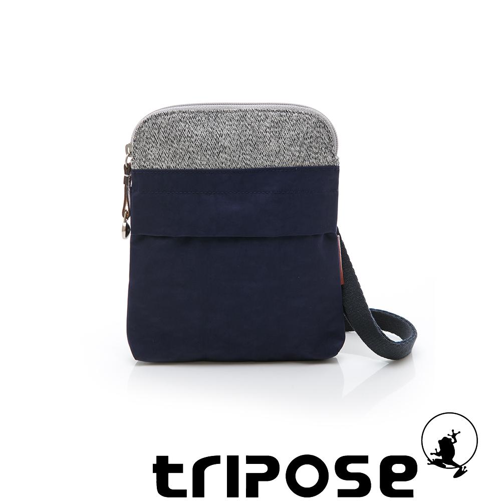 tripose 漫遊系列 岩紋x微皺尼龍護照斜背包 深藍