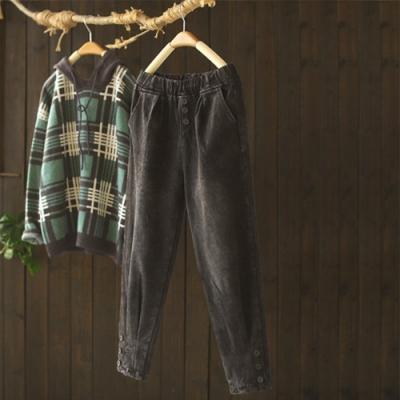 水洗磨白收褶紐扣褲腳加絨牛仔褲寬鬆長褲-設計所在