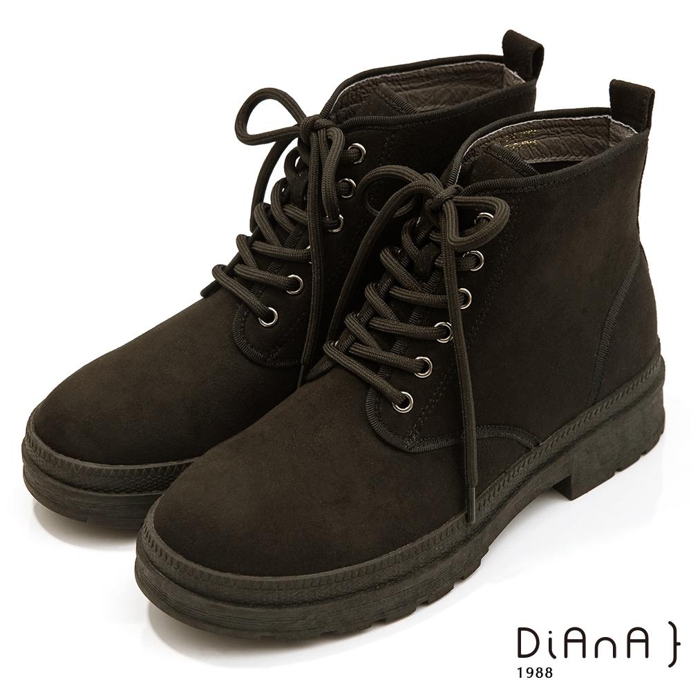 DIANA 4.5cm質感羊絨布綁帶厚底馬汀短靴-迷人色調–黑