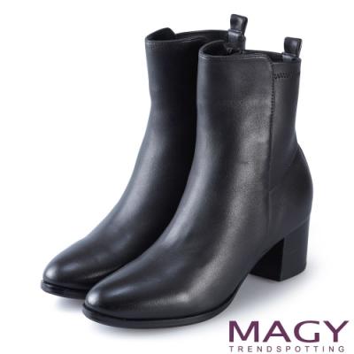 MAGY 簡約率性 素面俐落羊皮粗跟短靴-黑色