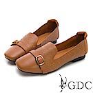 GDC-真皮質感雕花素雅銅扣微方頭休閒鞋-棕色