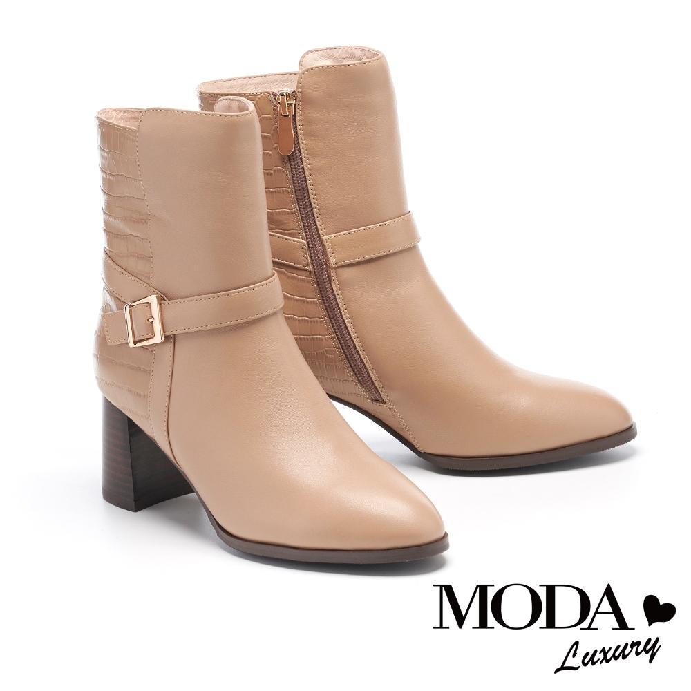 短靴 MODA Luxury 知性鱷魚壓紋拼接釦帶粗高跟短靴-米