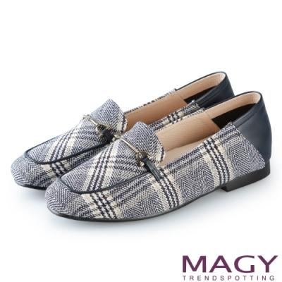 MAGY 復古潮流 布面格紋拼接牛皮平底鞋-藍色