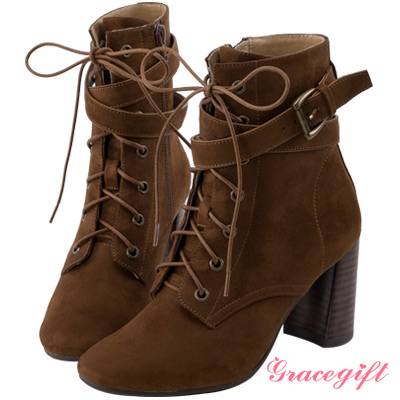 Grace gift X Wei唐葳-層次帶釦綁帶高跟短靴 棕