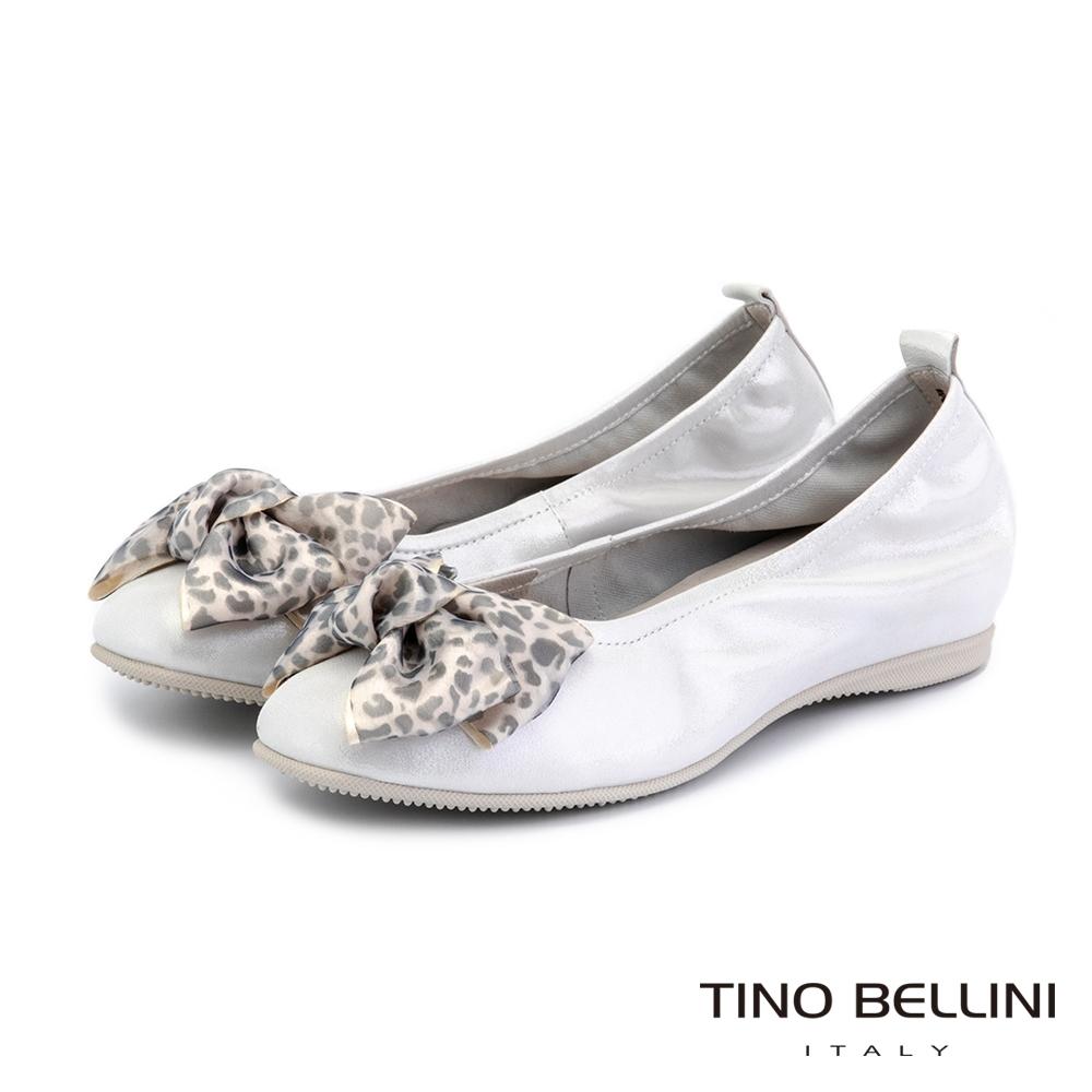 Tino Bellini珍珠光感豹紋蝴蝶結內增高平底鞋_白