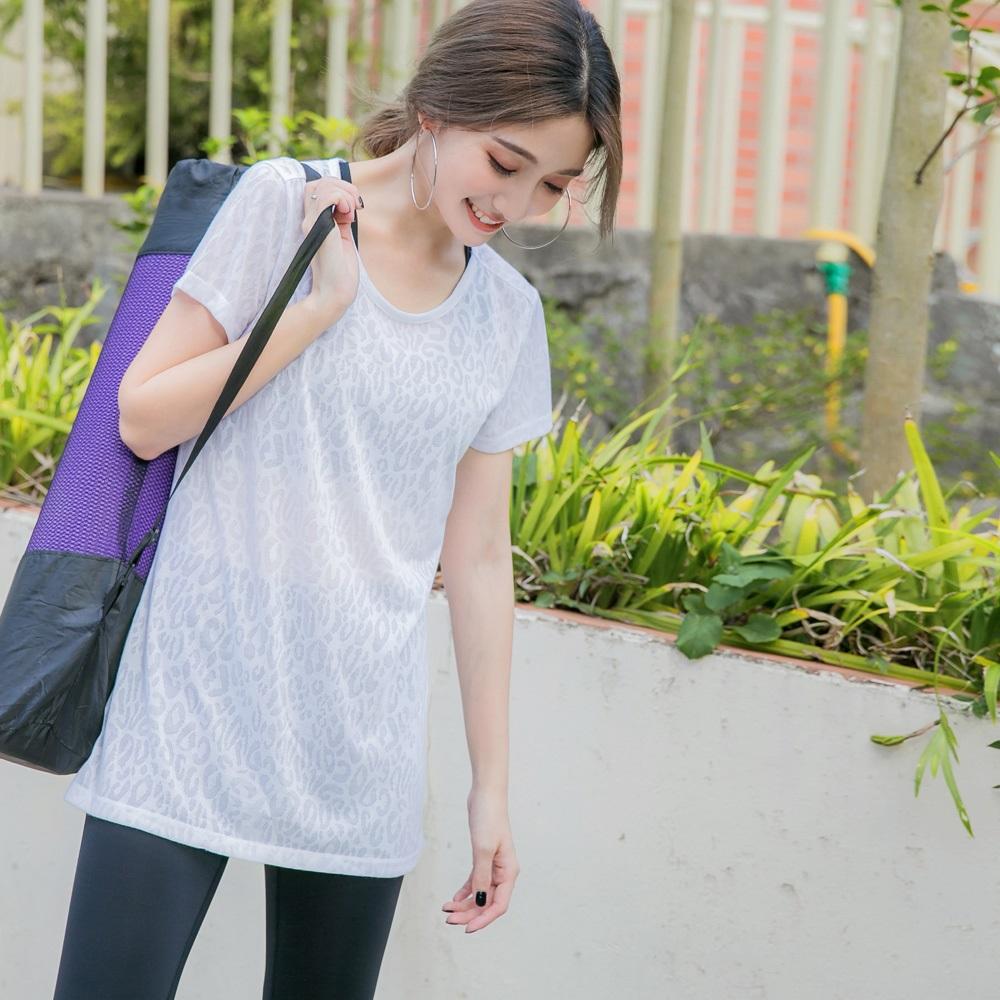 台灣製造~透膚豹紋短袖長版運動上衣-OB大尺碼 product image 1