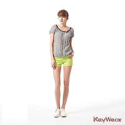 KeyWear奇威名品    100%純絲裡布休閒格紋寬領短袖上衣-黑色