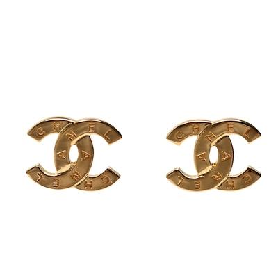CHANEL 經典雙C LOGO品牌字母刻紋造型穿式耳環(金色)