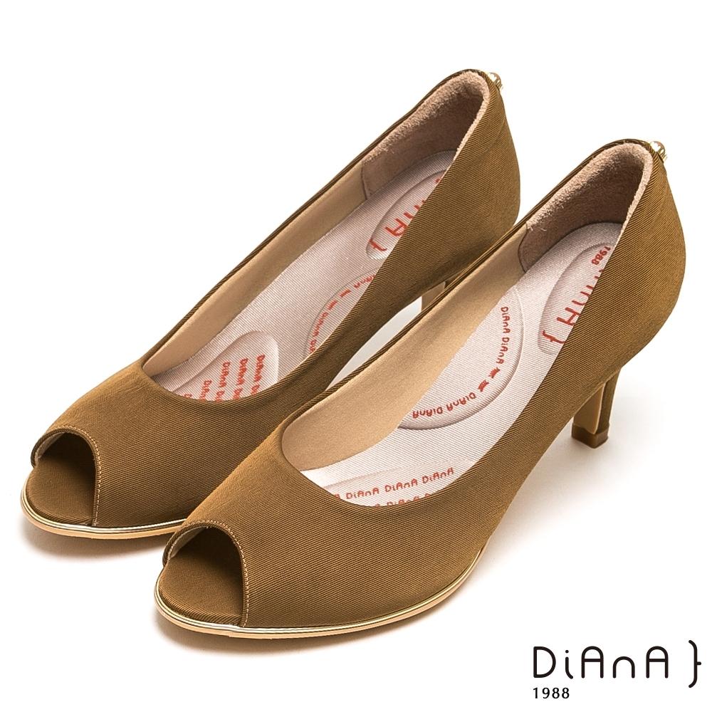DIANA法式進口壓紋布後跟圓釦魚口跟鞋-漫步雲端厚切輕盈美人-棕