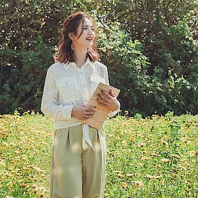 iMODA STAR-高含棉燒花布蕾絲貝殼排釦下襬綁結短版長袖上衣/罩衫
