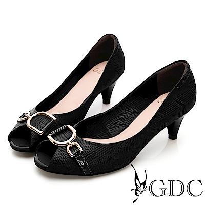 GDC-質感壓紋細緻扣飾魚口鞋-黑色