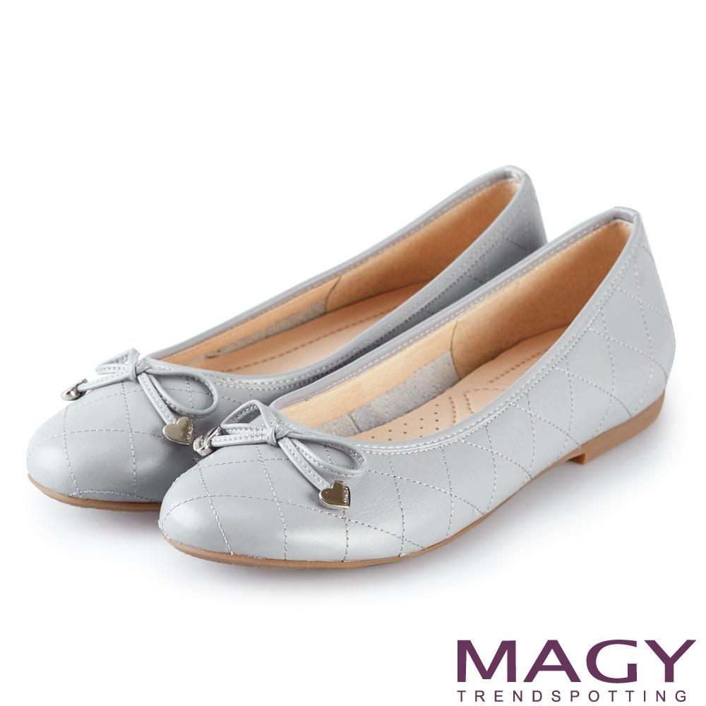 MAGY 菱格紋縫線真皮 女 平底鞋 淺藍