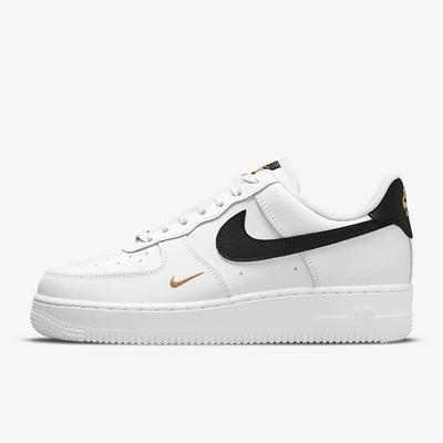 Nike AIR FORCE 1 07 ESS 小金勾 女休閒鞋-白黑-CZ0270102