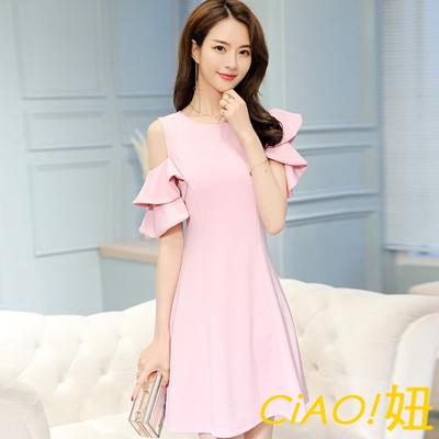 純色設計花瓣露肩袖連身洋裝 (共二色)-CIAO妞
