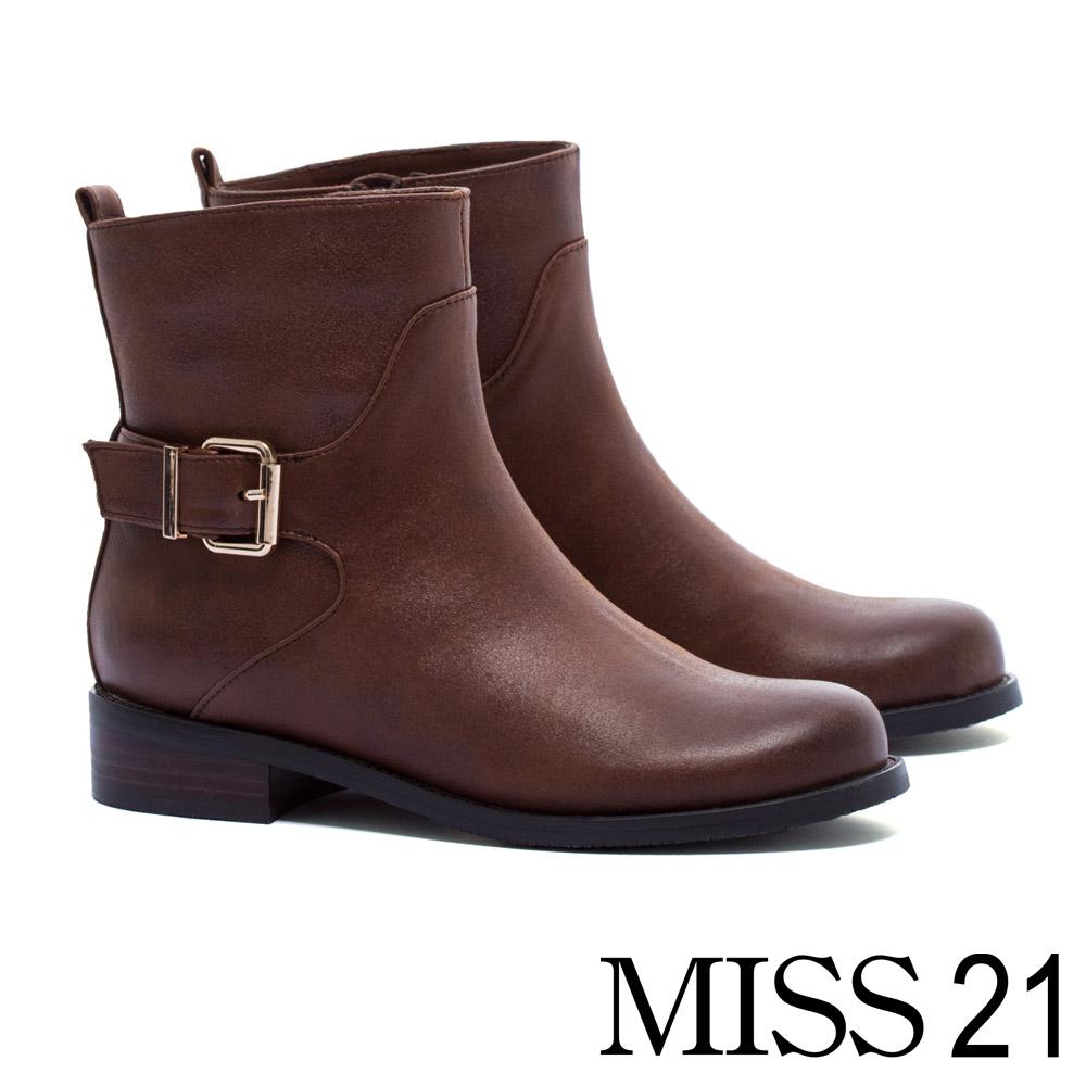 短靴 MISS 21 經典率性歐美街頭風單釦仿舊皮革布粗跟短靴-咖