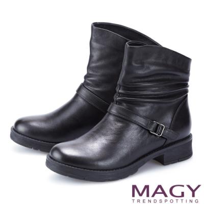 MAGY 真皮皺摺斜邊皮帶釦飾低跟 女 短靴 黑色