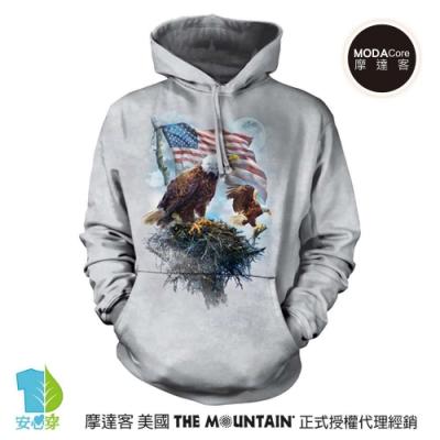 摩達客 美國The Mountain 愛國鷹旗 環保藝術長袖連帽T恤