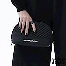 NATURALLY JOJO V型格化妝包(黑)
