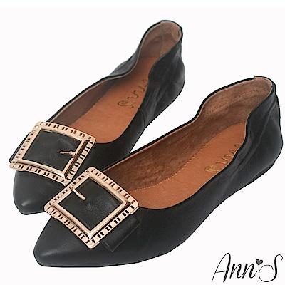 Ann'S微甜輕熟時尚-金色方扣超軟真皮尖頭平底鞋-黑
