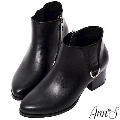 Ann'S基礎入門-側邊雙V銀綴環低跟粗跟短靴-黑