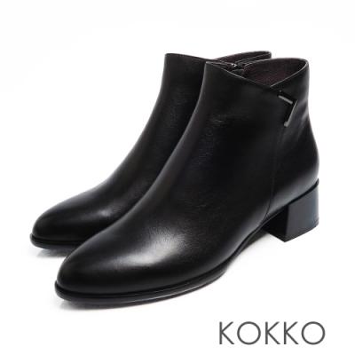 KOKKO - 交叉V字尖頭真皮粗跟拉鍊短靴 - 黑色