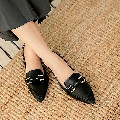 簡約金釦尖頭休閒鞋-OB大尺碼