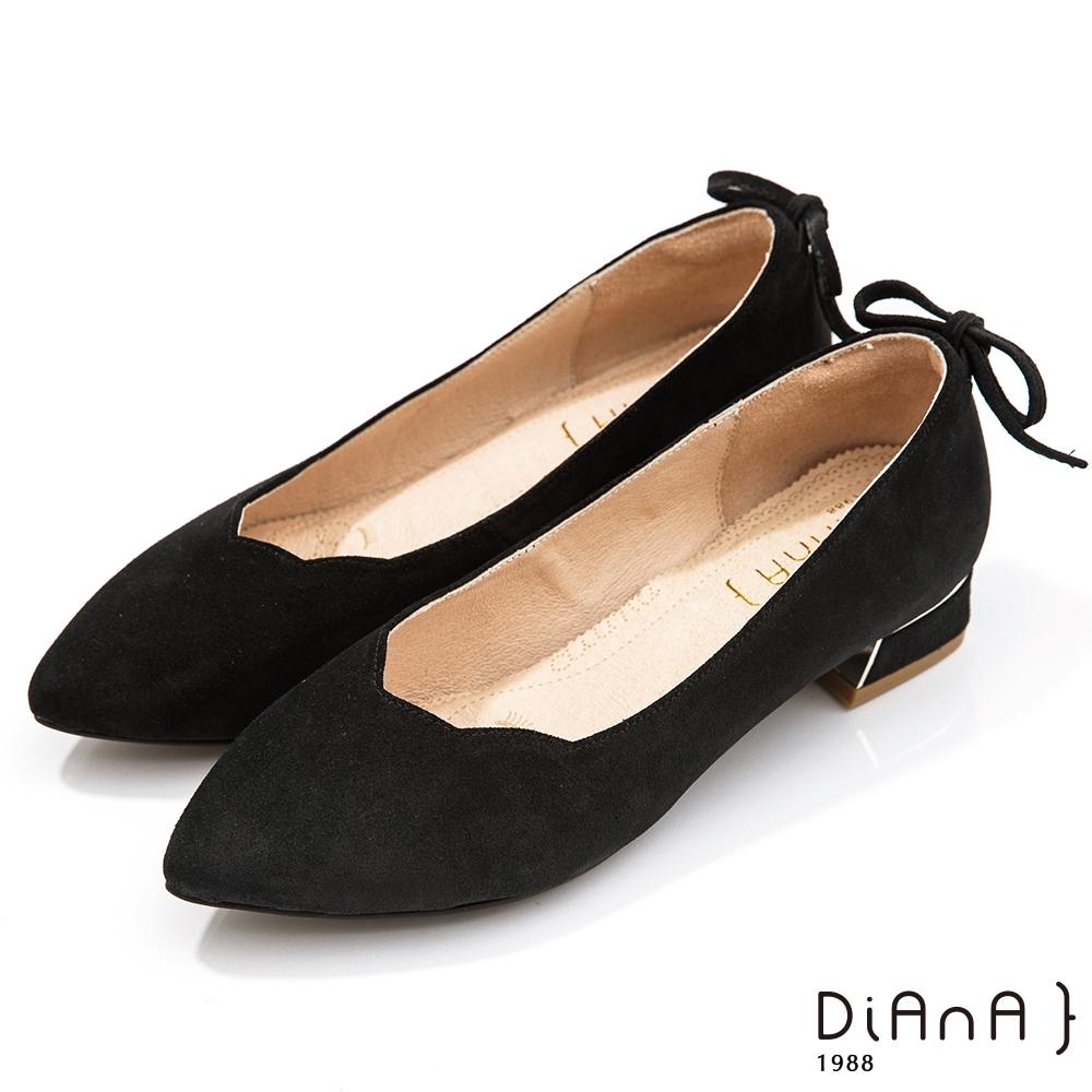DIANA 3cm壓紋牛皮柔軟蝴蝶結後跟飾尖頭低跟鞋-黑晶