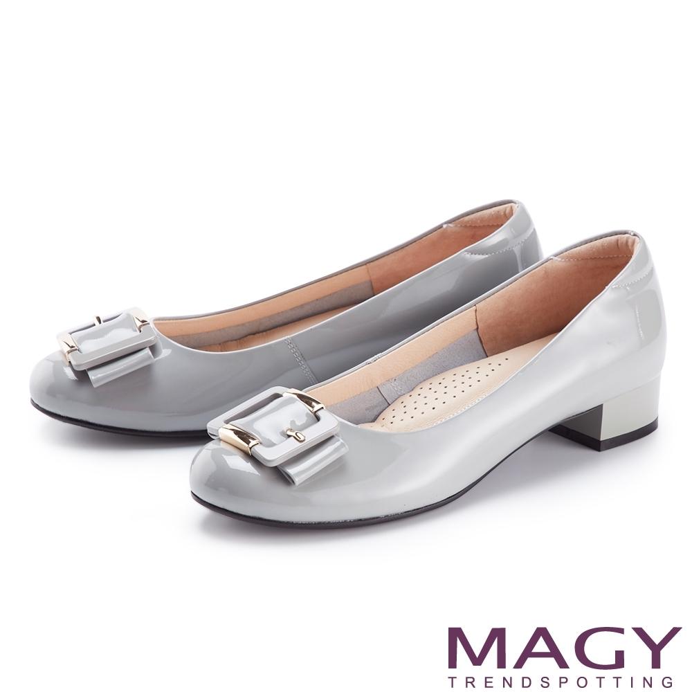 MAGY 玳瑁壓克力鏡面真皮 女 低跟鞋 灰色