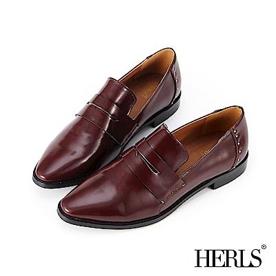 HERLS 自信詮釋 內真皮鉚釘漆皮低跟樂福鞋-酒紅色