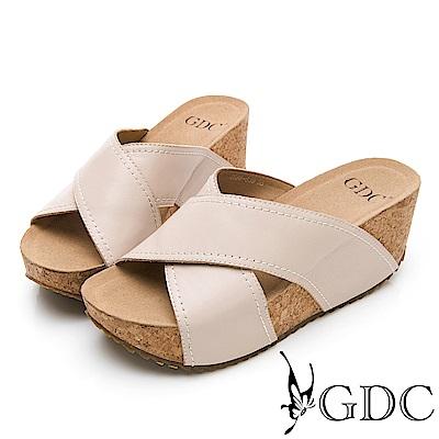 GDC-歐美質感真皮大牌交叉舒適厚底拖鞋-卡其
