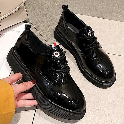 韓國KW美鞋館 機能巴黎NEW款百搭休閒鞋-黑色