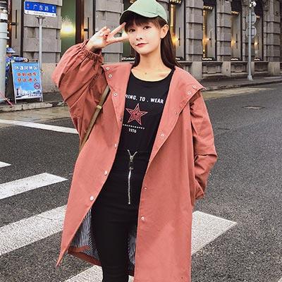 英文刺繡長款排扣連帽外套 (共四色)-Kugi Girl