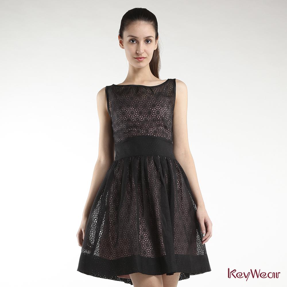 KeyWear奇威名品     俏麗圓形幾何修身無袖洋裝-黑色