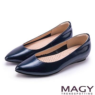 MAGY 清新氣質款 親膚舒適尖頭平底鞋-鏡藍