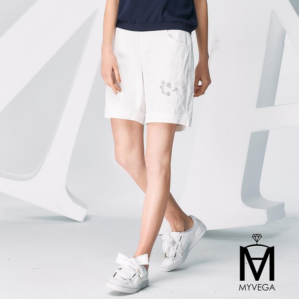 MYVEGA麥雪爾 MA高含棉單邊刺繡蕾絲短褲-白