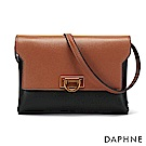 達芙妮DAPHNE-撞色D字釦斜背小方包-棕