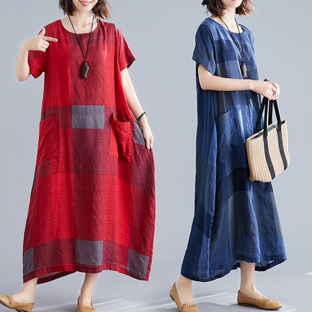 La Belleza文藝復古格子圓領棉麻雙口袋寬鬆超長版過膝長洋裝