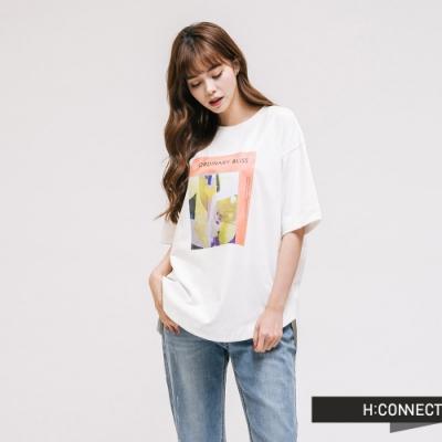 H:CONNECT 韓國品牌 女裝 - 彩圖落肩休閒短T-白