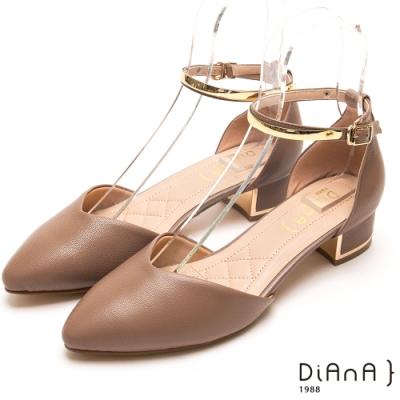 DIANA 金環釦帶真羊皮尖頭瑪莉珍跟鞋-卡其