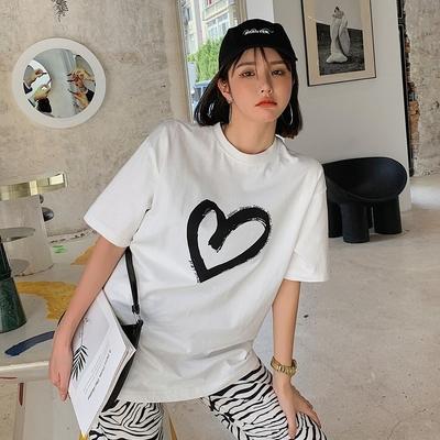 La Belleza圓領大愛心筆刷小英文字長版棉質T恤