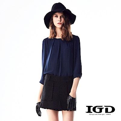 IGD英格麗 悠閒浪漫編織造型打褶領口造型五分袖上衣-深藍