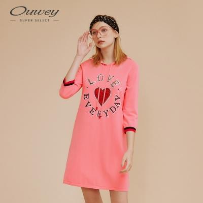 OUWEY歐薇 愛心標語燙飾連帽針織洋裝(粉)