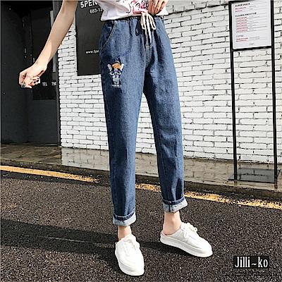 Jilli-ko 束帶鬆緊腰刺繡寬版牛仔褲-淺藍/深藍