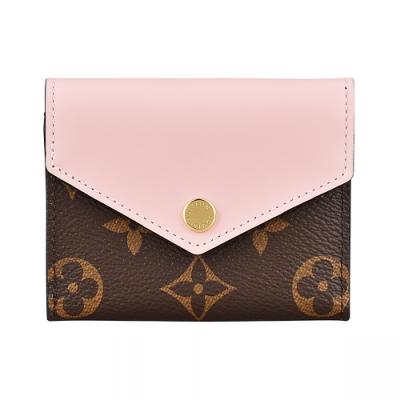 LV M62933 ZOÉ花紋LOGO Monogram帆布4卡扣式短夾(芭蕾粉)