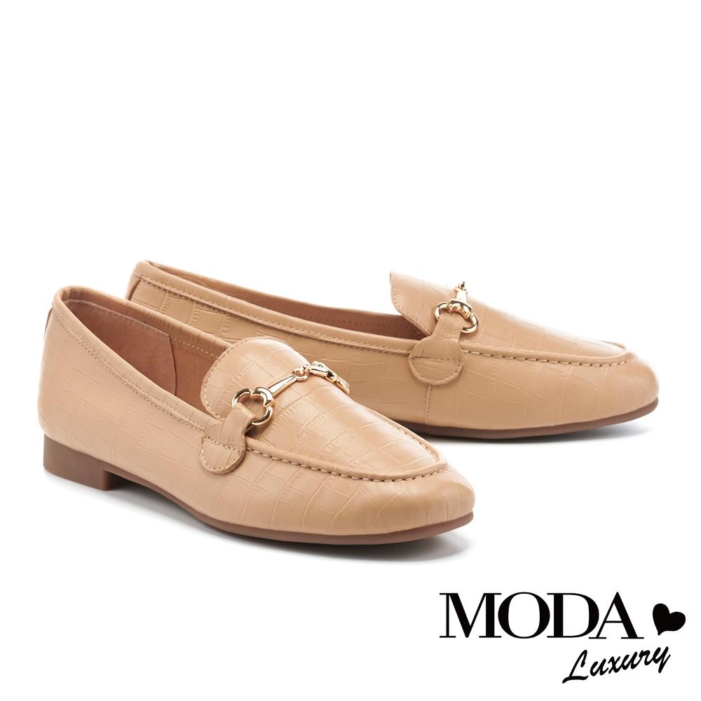 低跟鞋 MODA Luxury 復古個性鱷魚壓紋馬銜釦樂福低跟鞋-米