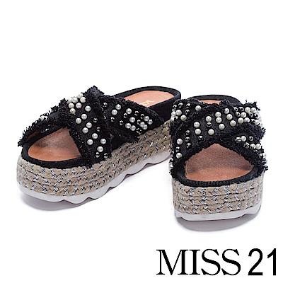 拖鞋 MISS 21 隨性迷人珍珠鉚釘交叉帶厚底拖鞋-黑