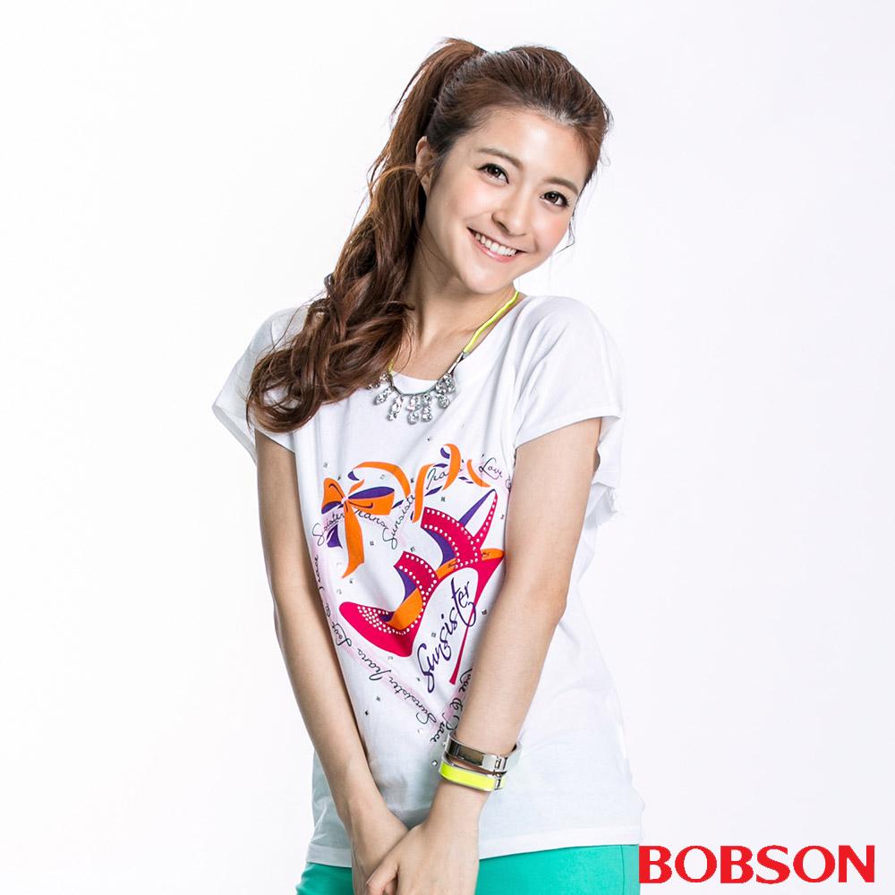BOBSON 女款跟鞋印圖短袖上衣(白23111-80)