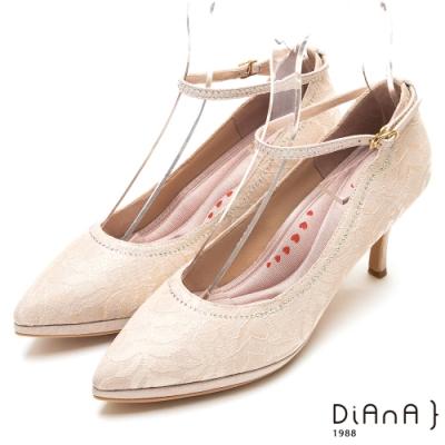 DIANA真豚皮蕾絲鑲鑽瑪莉珍尖頭細跟鞋-漫步雲端厚切輕盈美人-淺金
